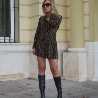 CHAIN PRINT DRESS WITH TEDDY COAT